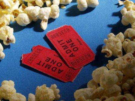 http://sporeflections.files.wordpress.com/2009/07/movie-tickets-popcorn.jpg